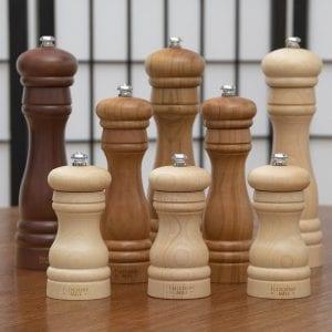 unterschiedliche Pfeffermuehlen aus Holz